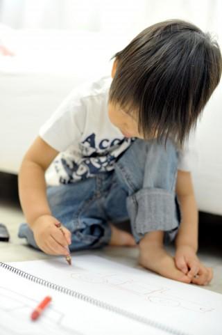 お子様の描いた絵をジグソーパズルに