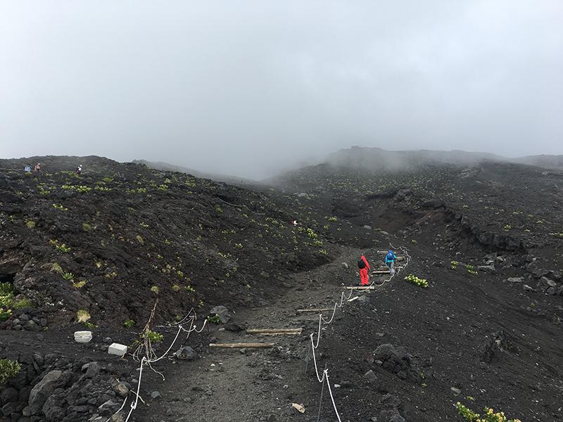 富士登山06_七合目付近で天候不順