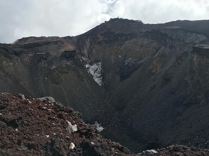 富士登山16_富士山火口