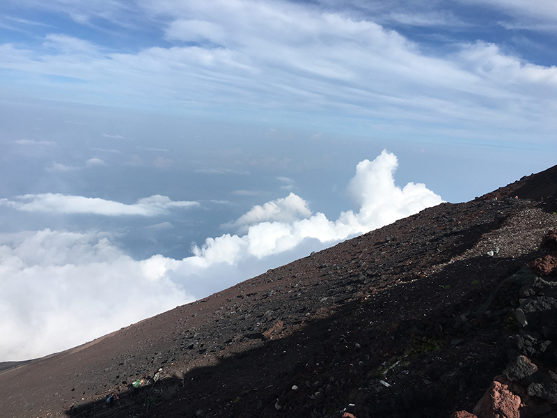 富士登山18_山頂から見える外界