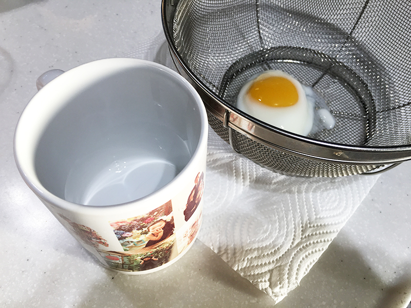 マグカップを使って温泉卵を作ろう!